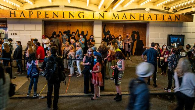 Foto: Teater Broadway Kembali Membuka 'Tirainya' Setelah Hampir Setahun Ditutup (15013)