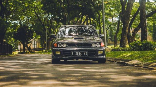 5 Mobil Sedan Tahun 90-an yang Masih Tetap Keren Dipakai Saat Ini (417339)