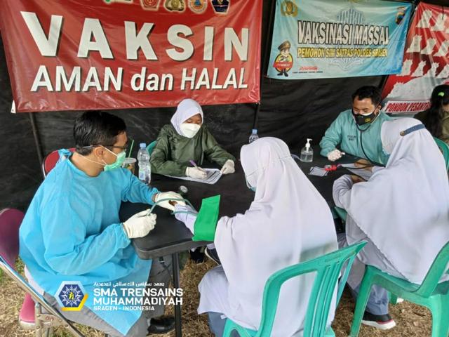 Serius Tangani Kesehatan Siswa, Trensains Gandeng MCCC Laksanakan Vaksinasi  (146420)