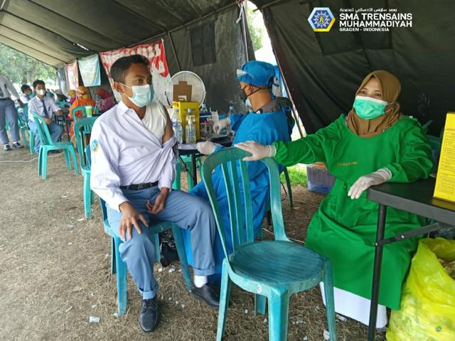 Serius Tangani Kesehatan Siswa, Trensains Gandeng MCCC Laksanakan Vaksinasi  (146421)