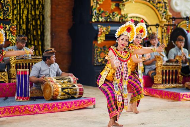5 Contoh Seni Tari di Indonesia yang Mendunia (112938)