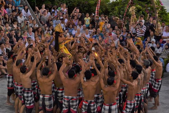 5 Contoh Seni Tari di Indonesia yang Mendunia (112939)