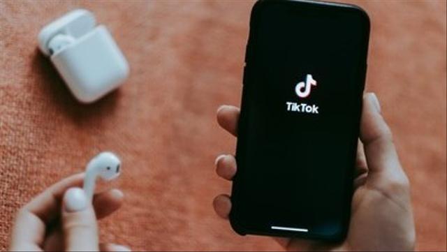 Lagu Viral TikTok September 2021, Ini 7 Lagu yang Langganan Masuk FYP! (147789)