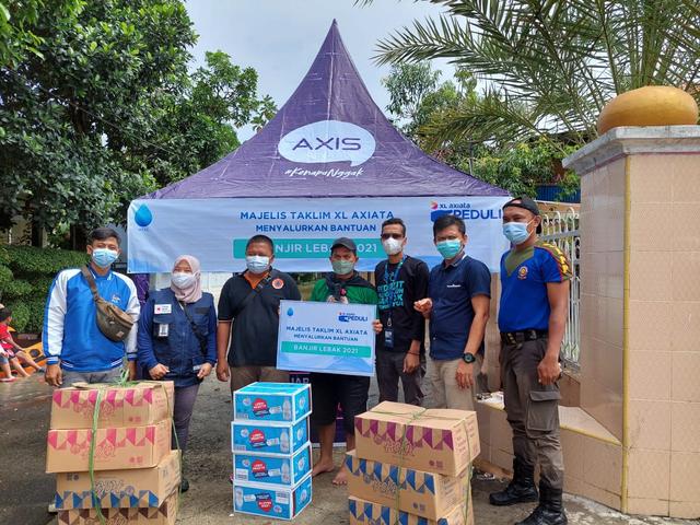 Majlis Ta'lim XL Axiata Salurkan Bantuan untuk Korban Banjir di Lebak (1006466)