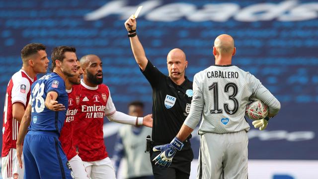 Ulah Wasit Inggris di Liga Champions: Salah Beri Kartu ke Pemain Dynamo Kyiv (107077)