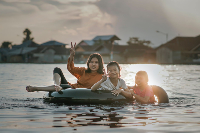 Tradisi Bekanjur di Sungai Arut, Aktivitas Hiburan di Kala Banjir Melanda (404538)