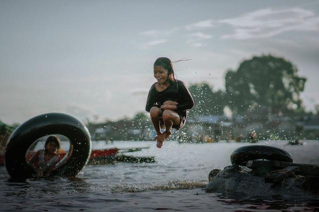 Tradisi Bekanjur di Sungai Arut, Aktivitas Hiburan di Kala Banjir Melanda (404539)