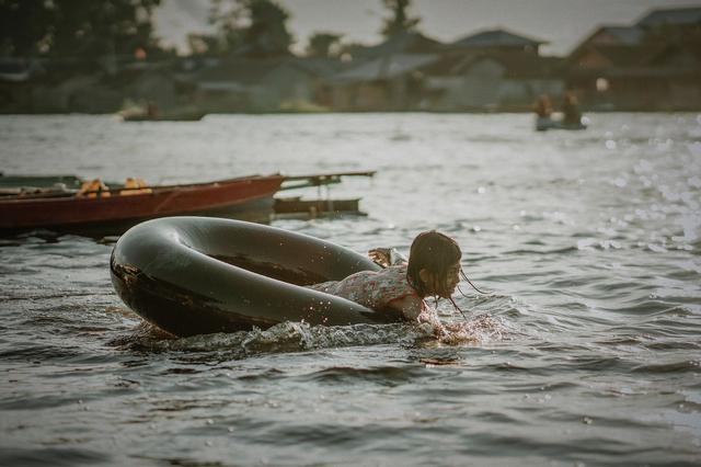 Tradisi Bekanjur di Sungai Arut, Aktivitas Hiburan di Kala Banjir Melanda (404540)