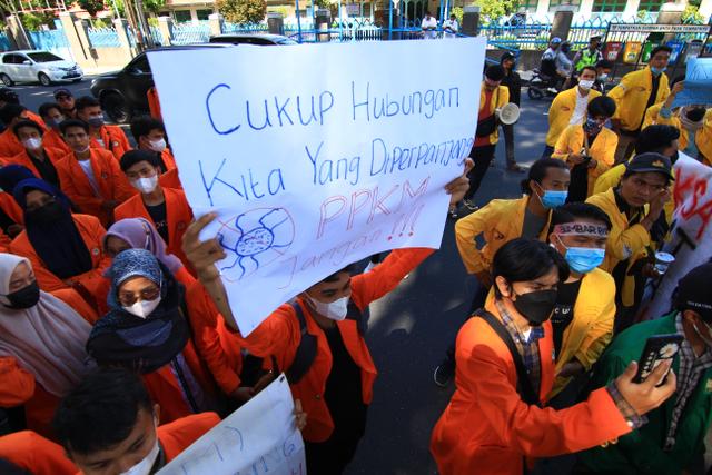 Demo Gubernur Sumbar Soal Penanganan COVID-19, Mahasiswa: Akhiri PPKM di Padang (862293)