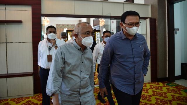 Anggota DPR Asal Riau Minta Bantuan ke Ahok untuk Penambahan Vaksinasi  (147433)