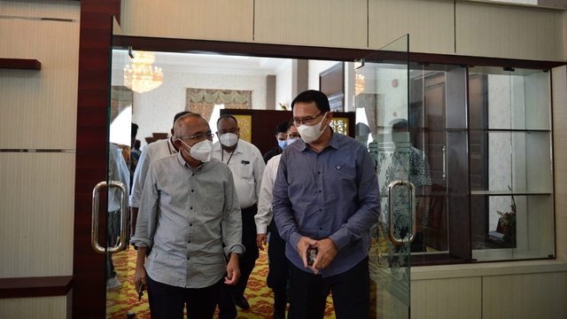 Anggota DPR Asal Riau Minta Bantuan ke Ahok untuk Penambahan Vaksinasi  (147435)