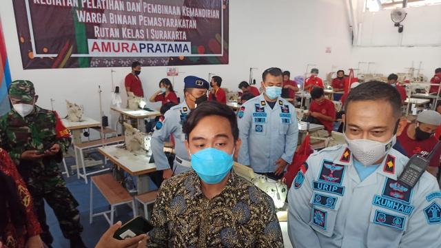 Kunjungi Rutan Solo, Gibran Kagumi Hasil Produksi Garmen Warga Binaan (218304)