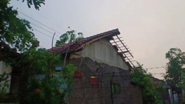 Puluhan Rumah Warga di Cianjur Rusak Akibat Diterjang Hujan dan Angin Kencang (149885)