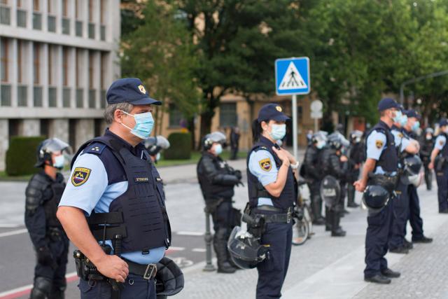Demo Tolak Pembatasan Ketat di Slovenia Ricuh, Polisi Terluka (1016134)