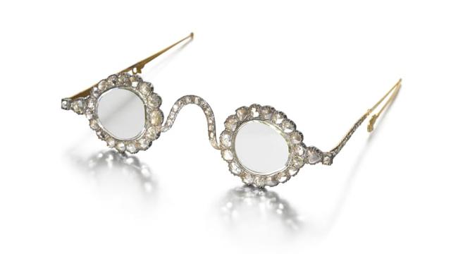 Penampakan Kacamata Abad 17 yang Akan Dilelang Hampir Rp 50 Miliar (1)