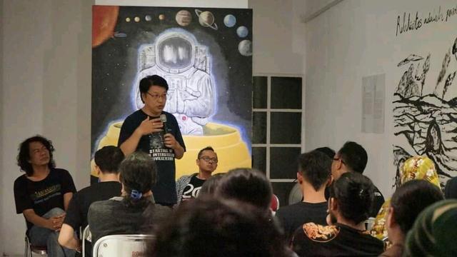 Dedengkot UFO Indonesia Terbitkan Buku Terbaru: UFOs Are Real, They Are Here (51951)