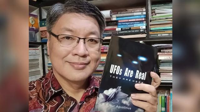 Dedengkot UFO Indonesia Terbitkan Buku Terbaru: UFOs Are Real, They Are Here (51949)