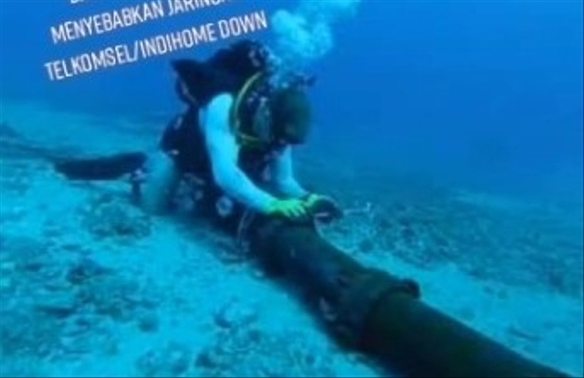 Viral Perjuangan Teknisi TelkomGroup Perbaiki Kabel Internet di Dasar Laut (33988)