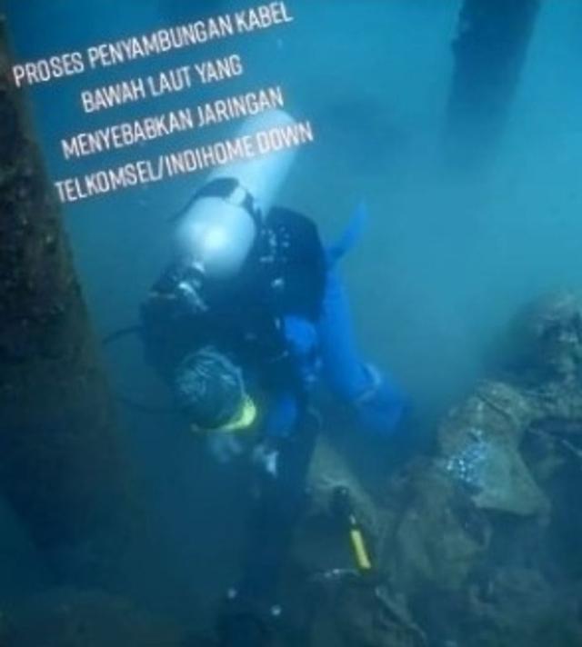 Viral Perjuangan Teknisi TelkomGroup Perbaiki Kabel Internet di Dasar Laut (33987)