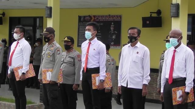 Berhasil Tangkap DPO Penyerangan Posramil Kisor, 14 Polisi Dapat Penghargaan