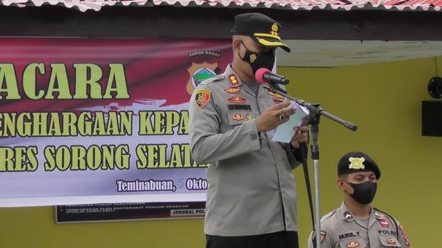Berhasil Tangkap DPO Penyerangan Posramil Kisor, 14 Polisi Dapat Penghargaan (1)