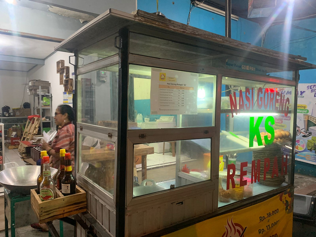 Ragam Bisnis Eks Pegawai KPK: Jualan Nasi Goreng, Empal, hingga Ternak Kambing (54140)