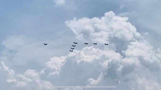 Pesawat Tempur Indonesia dan Singapura Atraksi Bersama di Langit Batam (294655)