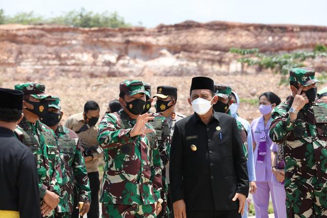 Panglima TNI Resmikan Markas Kogabwilhan dan Monumen Tri Matra di Tanjungpinang (54054)
