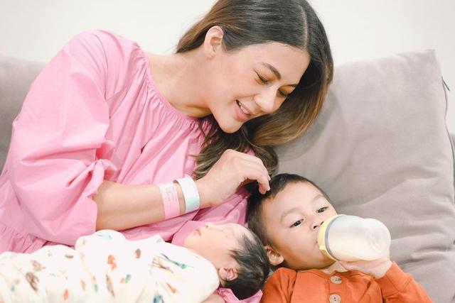 Benarkah Menarik Hidung Bayi Bikin Mancung seperti yang Paula Verhoeven Lakukan? (705540)