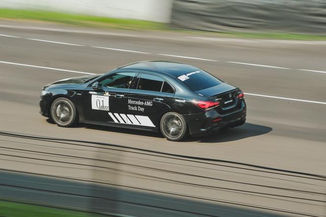 kumparan Test Drive: Menggeber Mercedes-AMG Pertama yang Dirakit di Indonesia (705897)