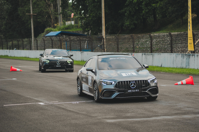 kumparan Test Drive: Menggeber Mercedes-AMG Pertama yang Dirakit di Indonesia (705898)