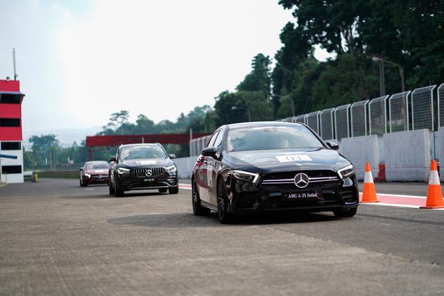 kumparan Test Drive: Menggeber Mercedes-AMG Pertama yang Dirakit di Indonesia (705901)