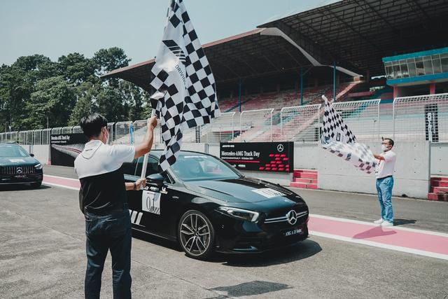 kumparan Test Drive: Menggeber Mercedes-AMG Pertama yang Dirakit di Indonesia (705896)