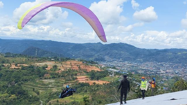Tengok Keindahan Kota Jayapura dari Venue Paralayang PON Papua  (52309)