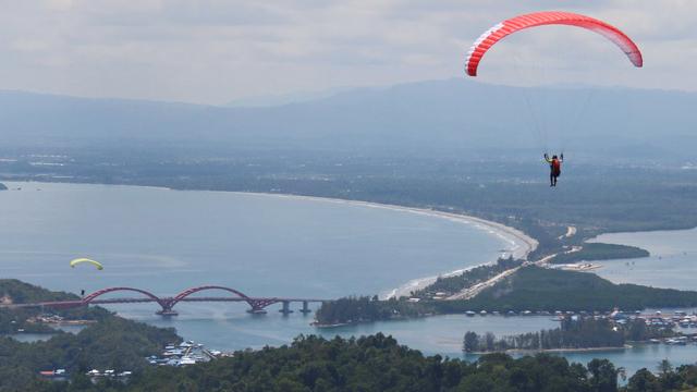 Tengok Keindahan Kota Jayapura dari Venue Paralayang PON Papua  (52308)