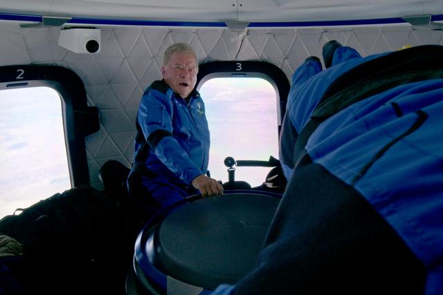 Bintang Film Star Trek Jadi Orang Tertua ke Luar Angkasa (640619)