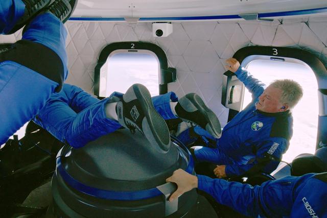 Bintang Film Star Trek Jadi Orang Tertua ke Luar Angkasa (640620)