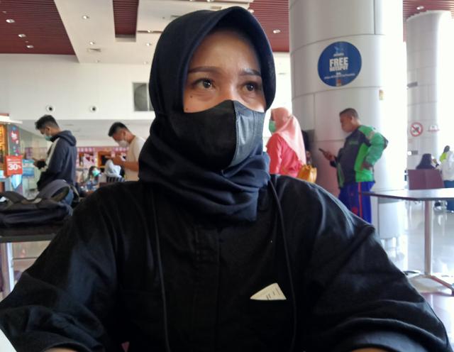 Unik, Desainer di Surabaya Ingatkan Bahaya Demam Berdarah Lewat Gaun (826388)