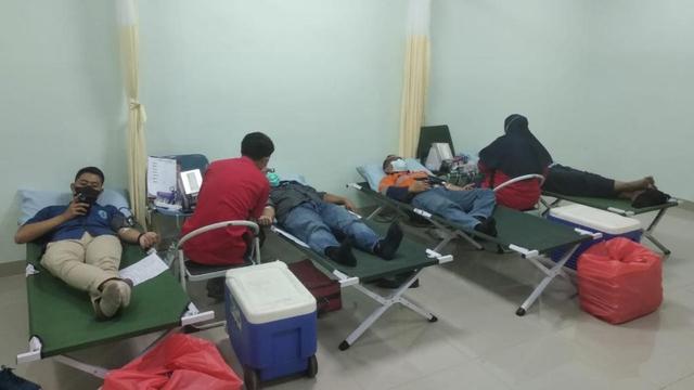 Stok Darah Menipis Selama Pandemi COVID-19, RS Soedarsono Gelar Donor Darah (19798)