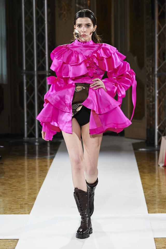 Bikin Bangga! Batik Durian Lubuklinggau Tampil di Milan Fashion Week 2021 (710368)