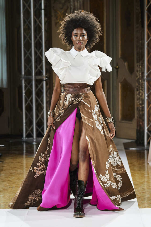 Bikin Bangga! Batik Durian Lubuklinggau Tampil di Milan Fashion Week 2021 (710369)