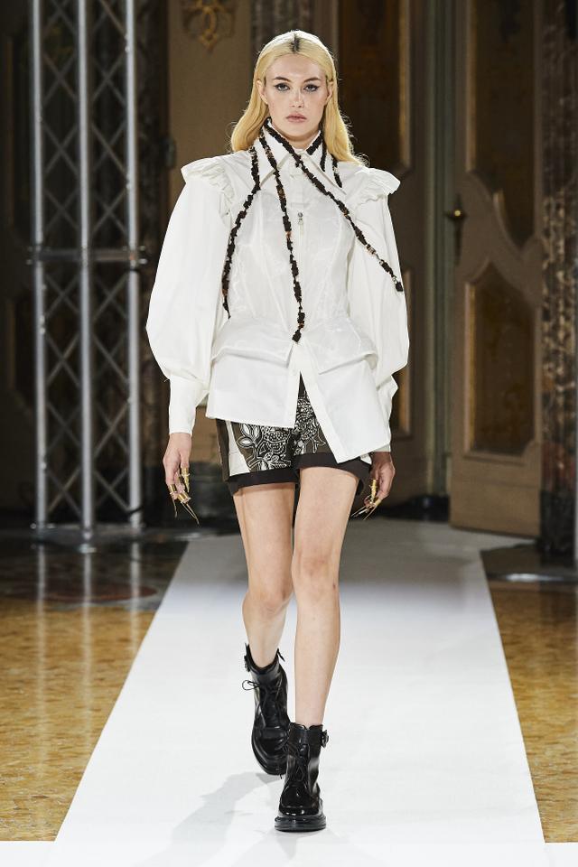 Bikin Bangga! Batik Durian Lubuklinggau Tampil di Milan Fashion Week 2021 (710371)
