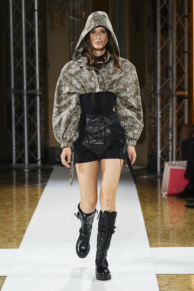 Bikin Bangga! Batik Durian Lubuklinggau Tampil di Milan Fashion Week 2021 (710372)