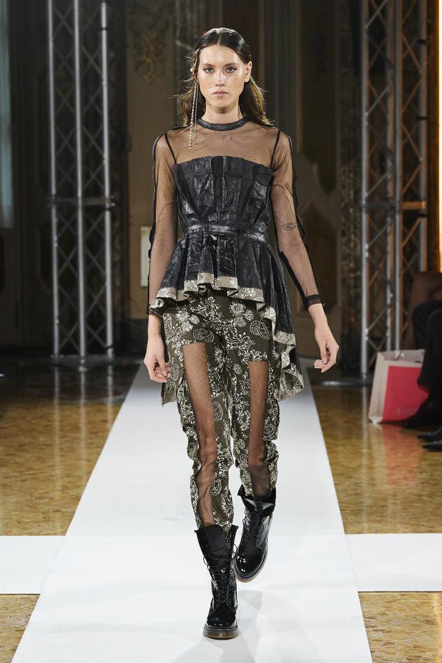 Bikin Bangga! Batik Durian Lubuklinggau Tampil di Milan Fashion Week 2021 (710374)