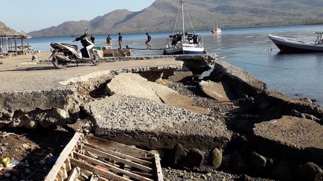 Jembatan Tambatan Perahu Rusak, Nelayan di Nangahale, Sikka Kesulitan Berlabuh (605115)