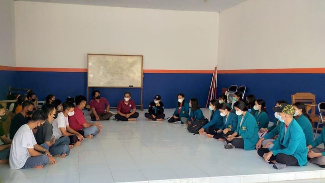 Mahasiswa STAH Dharma Sentana Kunjungi SMA UWP Wira Dharma Palu (166654)