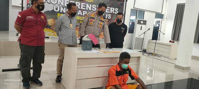 Polisi Tangkap Penambang Sumur Minyak Ilegal yang Meledak di Muba (52718)