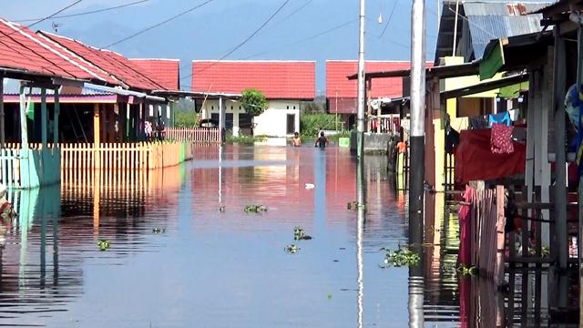 Korban Banjir di Kayubulan Gorontalo,  Butuh Bantuan Papan (46642)