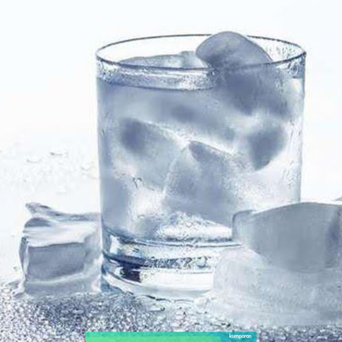 Minum Air Es Saat Diet Mayo Buat Berat Badan Tak Kunjung Turun Kumparan Com