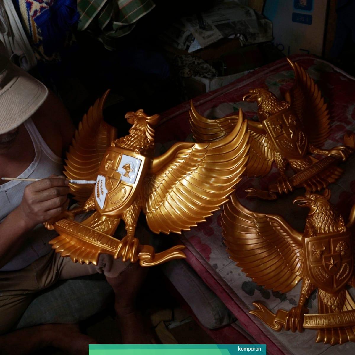 Foto Geliat Bisnis Patung Garuda Jelang HUT Kemerdekaan RI